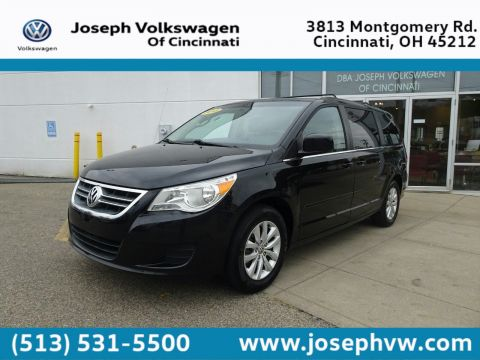 Pre-Owned 2013 Volkswagen Routan SE w/RSE & Navigation